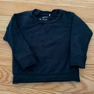 Black sweatshirt with snap opening at the neck
